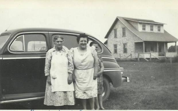 Alma Synnett, Addée Minville et Marie-Reine Minville, 1947. Collection famille Prémont.